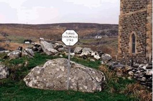 Paidí Beag Mac Giolla Easbaig, Treoraí ar shiúlóidí Cholmcille i nGleann Cholm Cille.