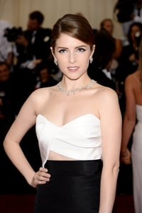 Anna Kendrick graces Elle front cover