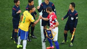 Captains Thiago Silva and Darijo Srna shake hands before the kick-off