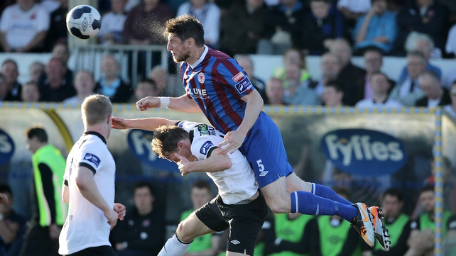 Dundalk's David McQuillan contests a ball with Ken Oman of St Patrick's Athletic
