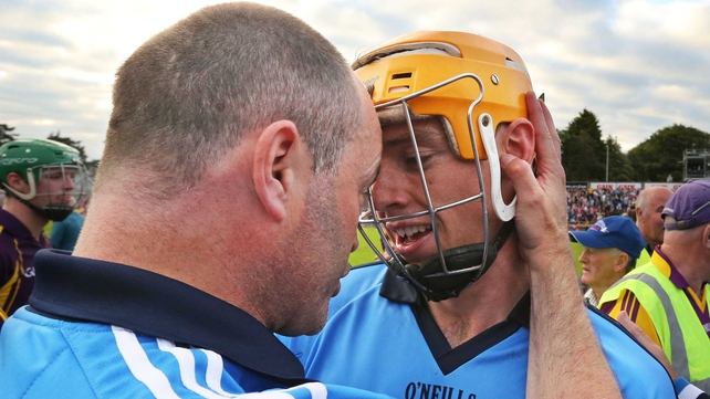 Anthony Daly congratulates Paul Schutte after Dublin's win