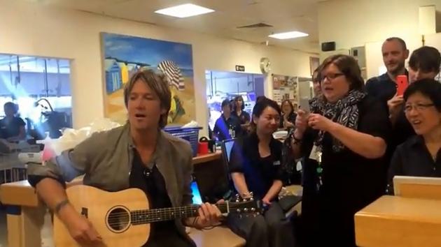Keith Urban singing Amazing Grace
