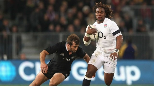 Conrad Smith (L) attempts to tackle England's Marland Yarde