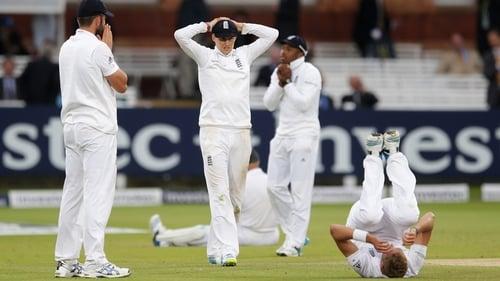Liam Plunkett, Joe Root, Chris Jordan and Stuart Broad of England look on dejected