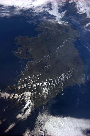 A cloudless Ireland as seen from space (Pic: @astro_reid)