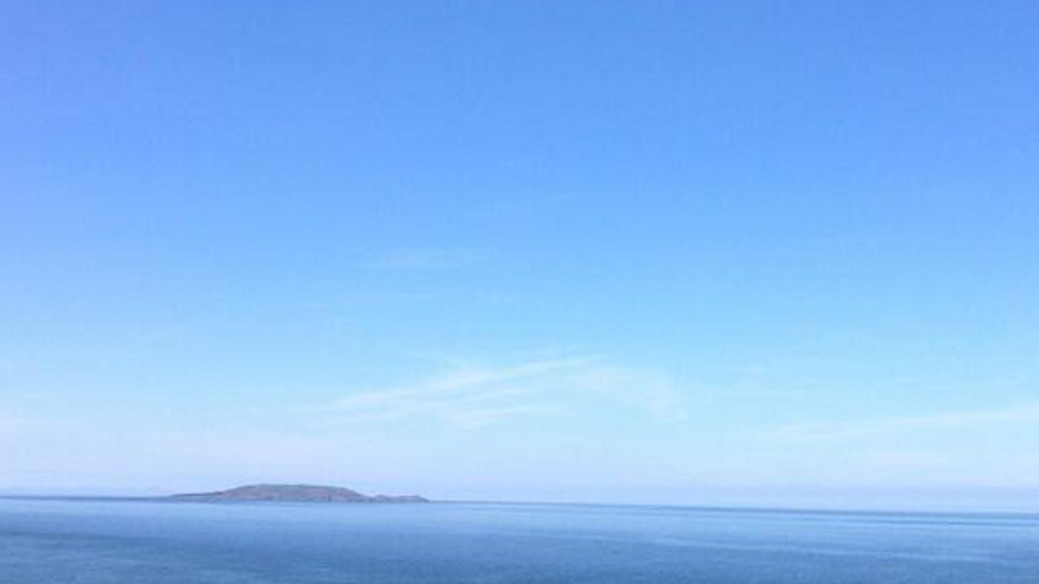 Blue skies over Dublin Bay at Howth (Pic: @mangojuice78)