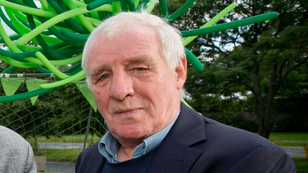 Eamon Dunphy apologises for his inappropriate language live on air
