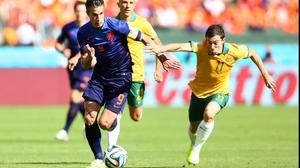 Netherlands forward Robin Van Persie helped his squad off to a fast-paced start, running alongside Australia midfielder Tommy Oar