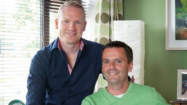 Terry Gill and Aengus Mac Grianna © RTÉ Guide