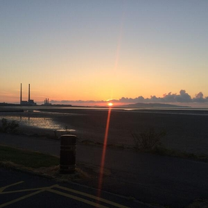 The sun coming up over Howth this morning (@connoleirl)