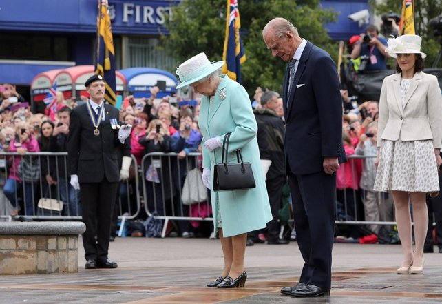 Queen Elizabeth and Prince Phillip pay their respects at the cenotaph in Coleraine