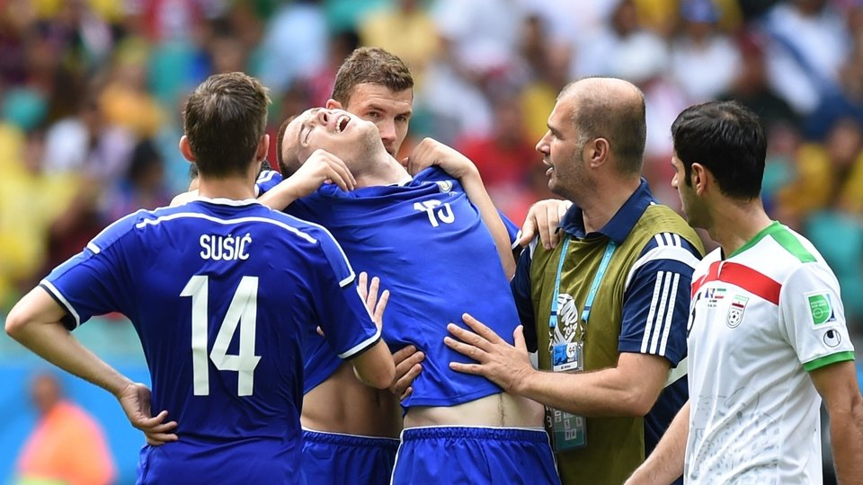 Edin Dzeko supports Toni Sunjic afterwards