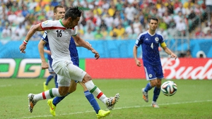 Reza Ghoochannejhad shoots and scores Iran's goal
