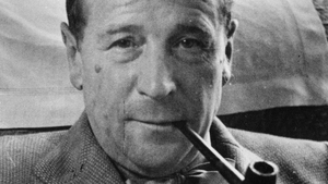 Georges Simenon - the Belgian master of crime set The Hand in Connecticut, as a treacherous snowstorm inspires tragic consequences.