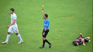 The only notable events of the first half came in two yellow cards. Here, USA defender Omar Gonzalez was booked at 37'