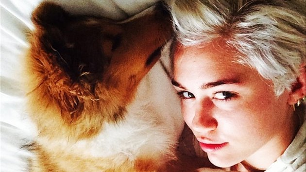 Miley Cyrus and her new dog Emu - Instagram/mileycyrus