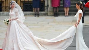 Kate Middleton and bridesmaid Pippa Middleton