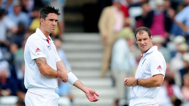 Kevin Pietersen (L) and Michael Strauss had a fractious relationship when England team-mates