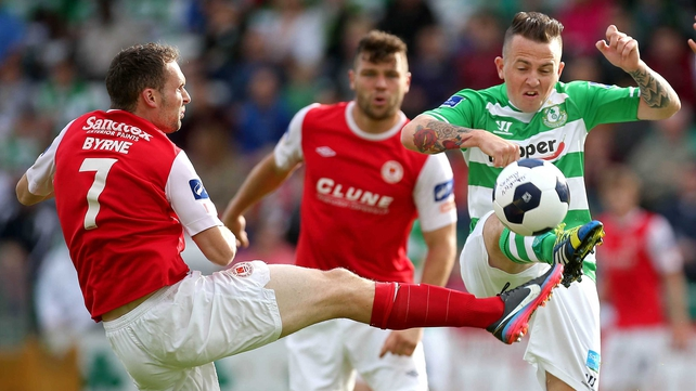 Shamrock Rovers' Gary McCabe (R) and Conan Byrne of St Patrick's Athletic