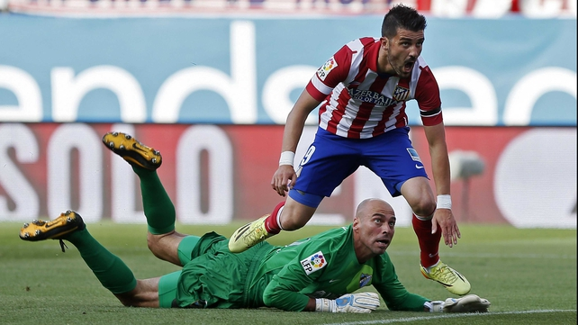 Willy Caballero denies Atletico's David Villa