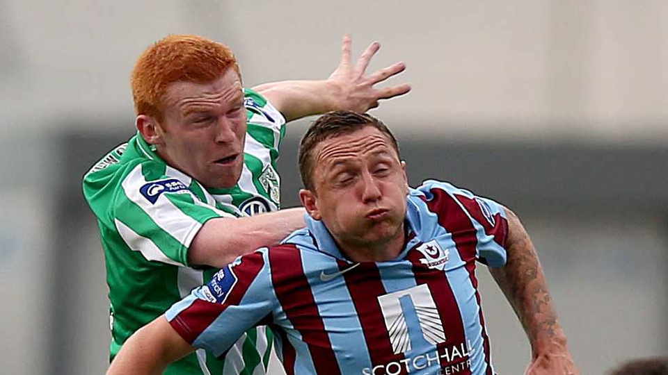 Bray's Adam Mitchell with Gary O'Neill of Drogheda during their SSE Airtricity League clash