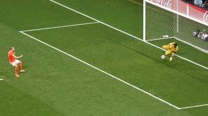 Ron Vlaar sees his spot kick saved by Sergio Romero