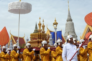 Cambodian Royal officials carry urns during a procession of the remains of the late former king Norodom Sihanouk in front of the Royal Palace in Phnom Penh