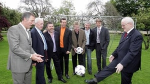 Bill watches on as Jimmy Magee shows his skills in 2006