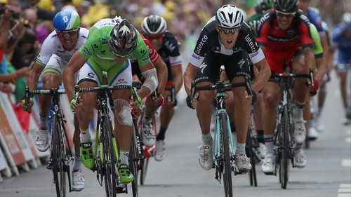 Matteo Trentin (R) beats Peter Sagan (L) to the line