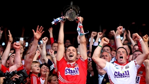 Pa Cronin lifts the trophy, Cork's first winning captain since 2006