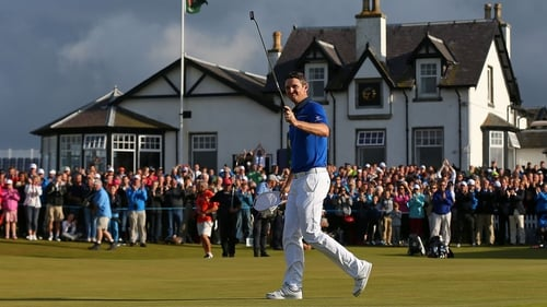 Justin Rose celebrates on the 18th hole
