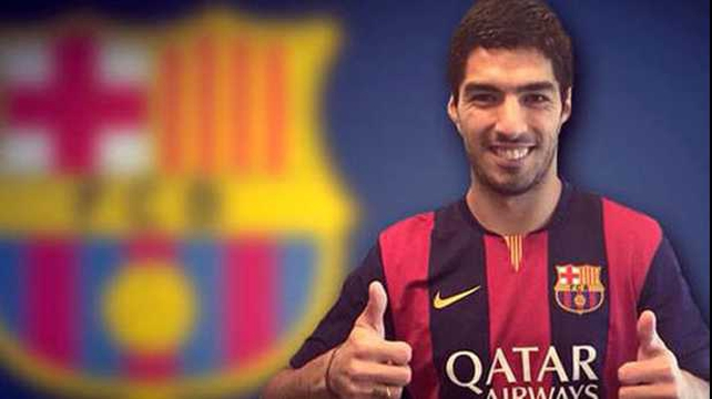 Luis Suarez posing in his Barcelona shirt