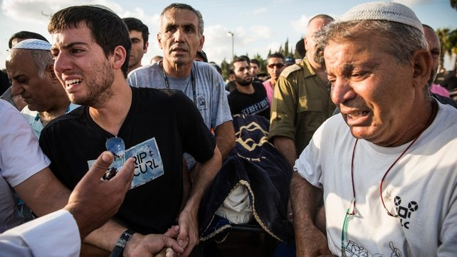 Israeli mourners carry the body of Dror Khenin, who was killed yesterday by a rocket fired from Gaza