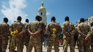 New soldiers in Ukraine take their oath in Kiev before being deployed to the east
