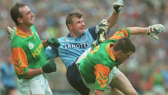 Charlie Redmond of Dublin has to contend with Meath's Colm Coyle (l) and Mark O'Reilly in the 1986 Leinster final