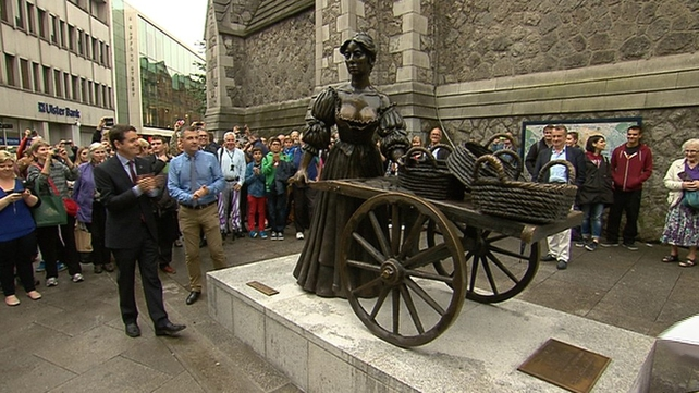 The Molly Malone statue will return to Grafton Street in 2017