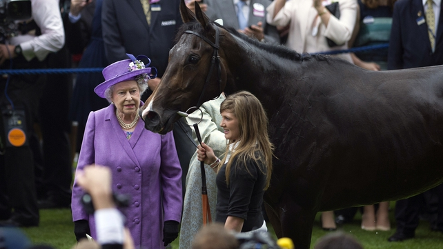 Queen Elizabeth and Estimate in the winners' enclosure following the 2013 Ascot success