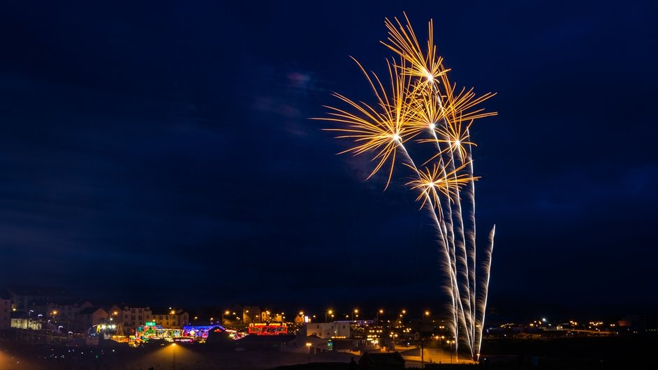 Fireworks explode over Bundoran in Co Donegal (Pic: Claudio Salviato)