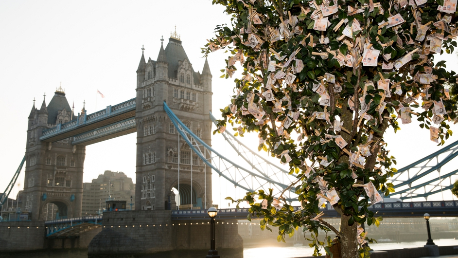 Sunlife planted a 'money tree' in London's Potters Field Park, blooming with £9820 in £10 notes, the average amount a working British family has in savings