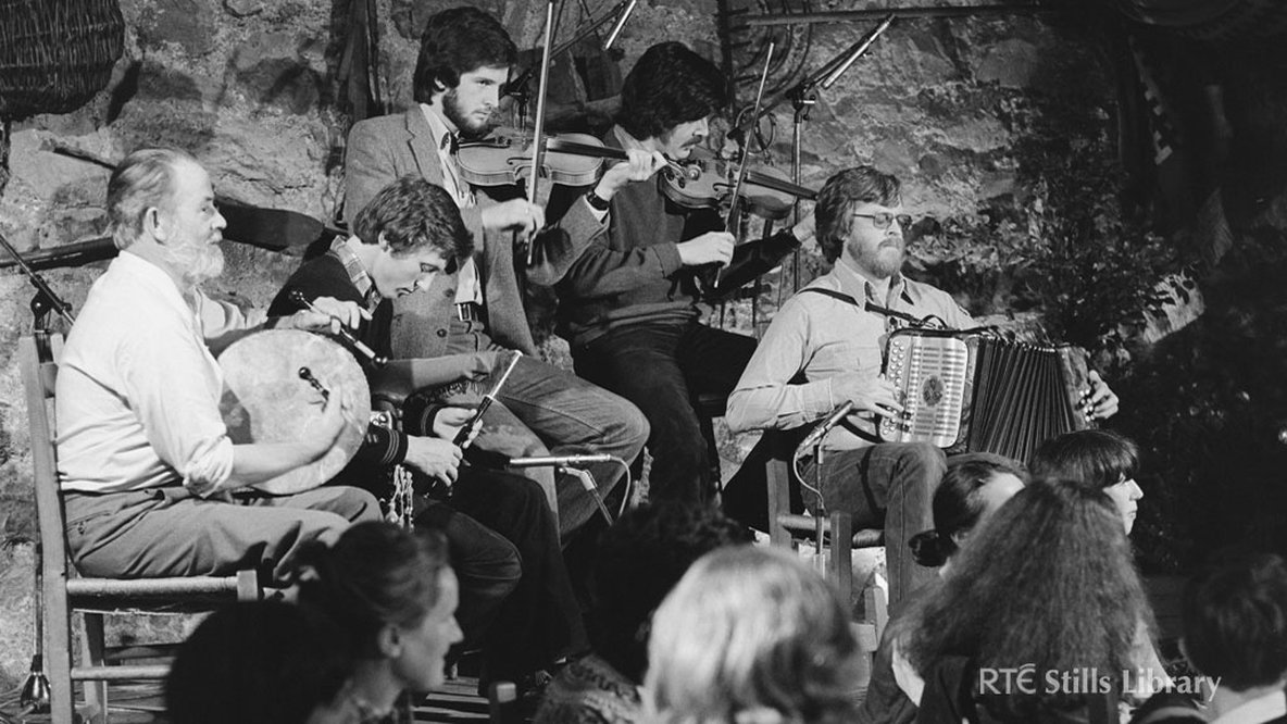 Musicians at the Abbey Tavern in 1980. But who are they?