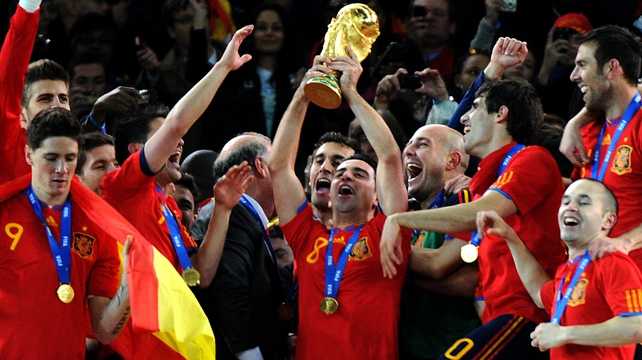 Xavi raises the World Cup trophy in 2010