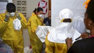 staff of the Christian charity Samaritan's Purse put on protective gear in the ELWA hospital in the Liberian capital Monrovia