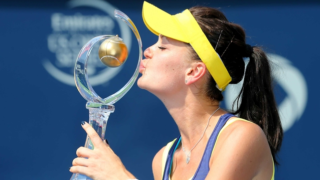 Agnieszka Radwanska kisses the trophy