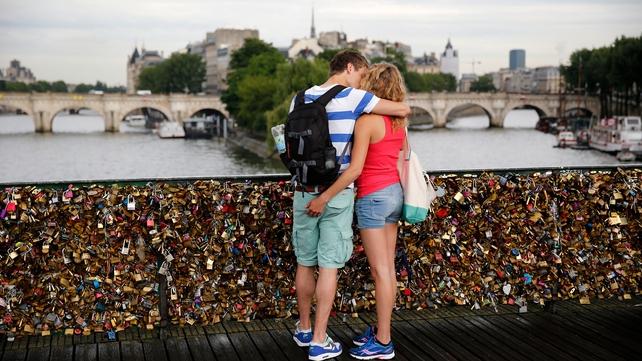 A couple kisses on the Pont des Arts