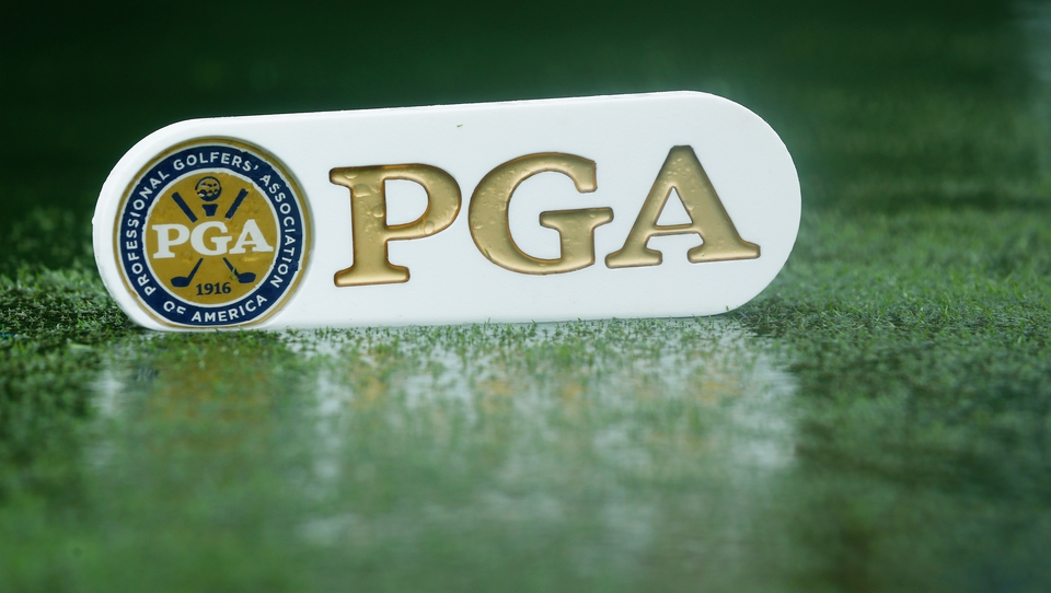 Heavy rain in Kentucky held up play for several hours before the start of the final round