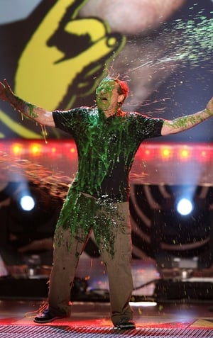 Robin Williams gets slimed onstage at the Kid's Choice Awards, 2006