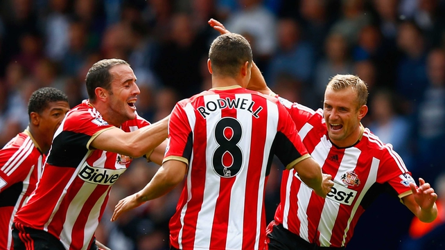 John O'Shea joins in the celebrations with Sunderland goalscorer Lee Cattermole