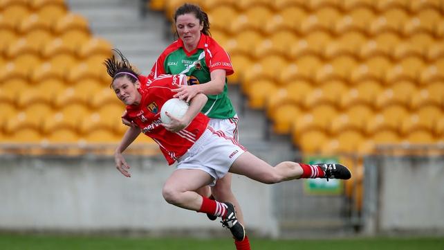 Cork's Grace Kearney hangs onto the bal despite Helena Lohan's attentions