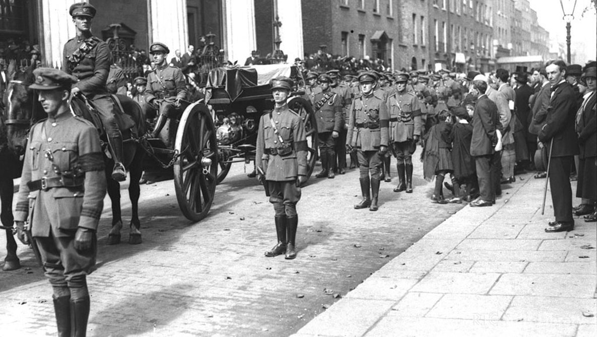The coffin of Michael Collins on a horse drawn gun carriage, outside the Pro-Cathedral Dublin, on 28 August 1922.  Cashman Collection 0505/016