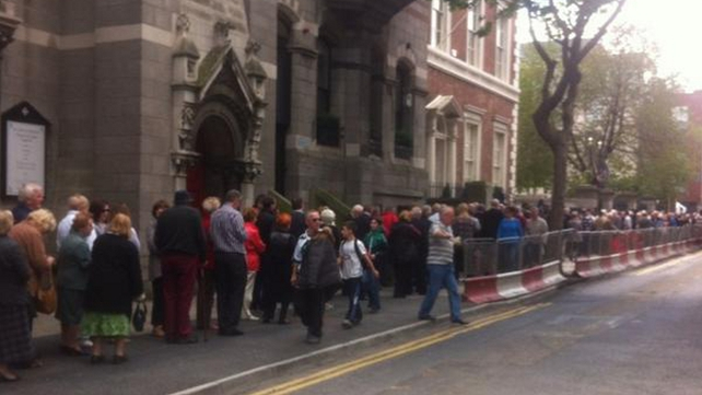 Mourners queue at Dublin's Mansion House to file past the former Taoiseach's coffin